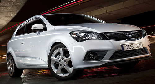 Kia Cee'd: Vehiculo en versiones hatchback y familiar
