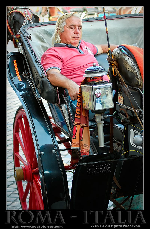 Roma - Cochero reflexionando en Plaza de España