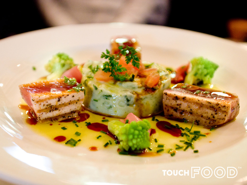 Seared yellow fin tuna... a wow dish
