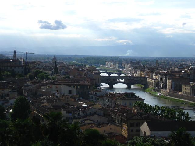 フィレンツェの川の風景のフリー写真素材