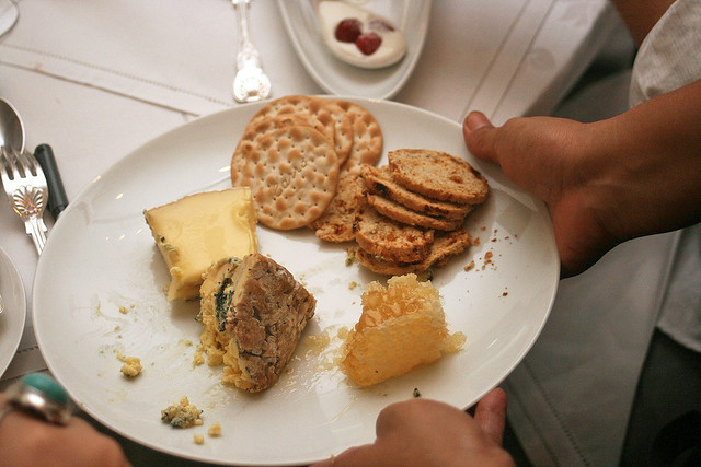 Kapiti Kikorangi and Whitestone Brie with NZ honeycomb, walnut toast and crackers