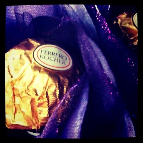 結婚後的情人節巧克力是老公用名片跟天使正妹換來的!