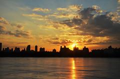 Coucher de soleil sur le Reservoir (vegetablepredator) Tags: nyc winter light sunset ny newyork ice soleil centralpark manhattan hiver coucher reservoir glace d7000