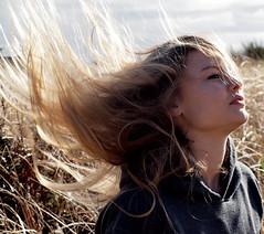 [フリー画像] 人物, 女性, 髪がなびく, 金髪・ブロンド, アメリカ人, 201103011700