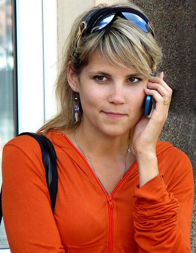 Девушка и мобильник