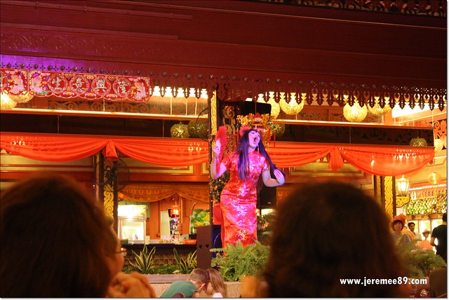Golden Thai Seafood @ Batu Ferringhi - Performance & Show 1