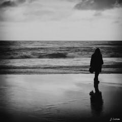 Reflejos (J. Lozano) Tags: las blanco de mar y pentax negro playa silueta catedrales ribadeo k20d