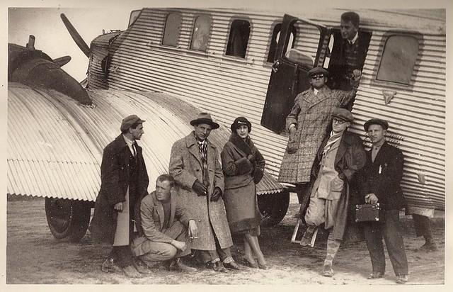 paulkuz - Стильные люди у самолета. 1926 год.