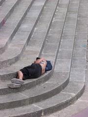 une façon d'arrêter le monde... (thelongtallsam (ps l'tps de suivre tts vos publis)) Tags: man stairs escalier marches bourré ivre drung