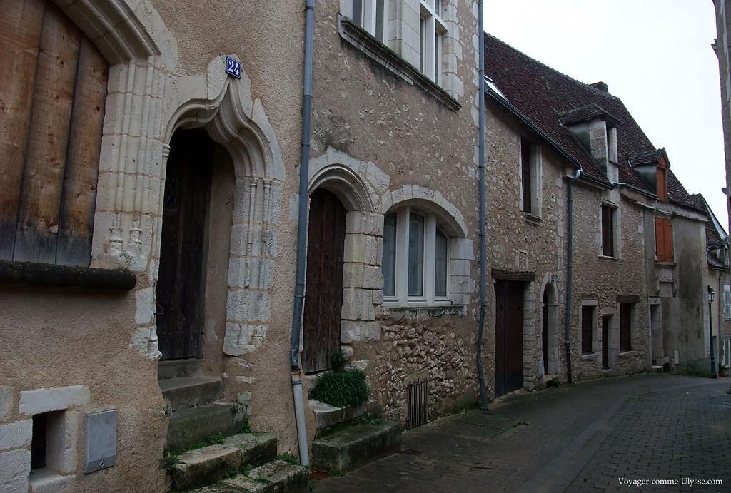 Grande Rue, avec ses anciennes portes médiévales