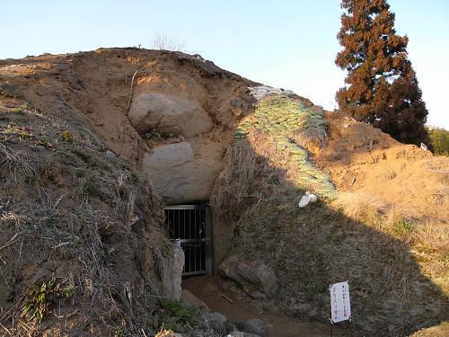 東漢氏の大きな陵墓が崩落中『カンジョ古墳』@高取町
