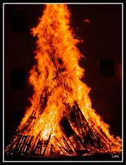 Palermo: Vampa di San Giuseppe (Luciano ROMEO) Tags: st de fire san flames von du burning bonfire charcoal heat fuego palermo brand calore incendio jos brennen llamas pyre vamp fuoco feu  bois saintjoseph josephs fal calor pira  lagerfeuer flammes brasas fiamme flammen hoguera chaleur charbon palerme carbone  wrme bcher scheiterhaufen  ardere   kohlenfeuer   ardientes   brlante  vampedisangiuseppe