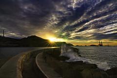 cazando al rey (Cani Mancebo) Tags: sea espaa sun sol clouds port sunrise faro puerto mar spain colours colores estuary murcia amanecer nubes cartagena bocana ligthouse canimancebo
