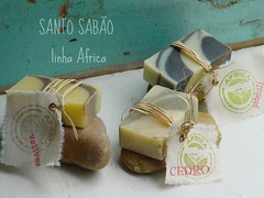 empacotando...... (SANTO SABO saboaria natural by Beth Bacchini) Tags: soap natural packaged vegetal sabo sapone savon jabon coldprocess handmadesoap coldprocesssoap soapmaker naturalsoap saboneteartesanal sabonetenatural soappackaging vegetalsoap sabonetevegetal
