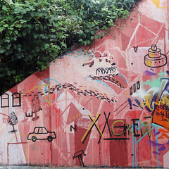 Hpfmonster mit Auto, Torte, Baum (xxcrew) Tags: rot concrete graffiti mural letters offenburg styles drips johannes outline teg smb 196 buchstaben wandmalerei pinsel wandfarbe lfh tegs xxcrew wos1