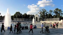 National World War II Memorial (dckellyphoto) Tags: wwii worldwarii worldwar2 ww2 nationalworldwariimemorial nationalmall washingtondc districtofcolumbia washington fountains fountain pool people