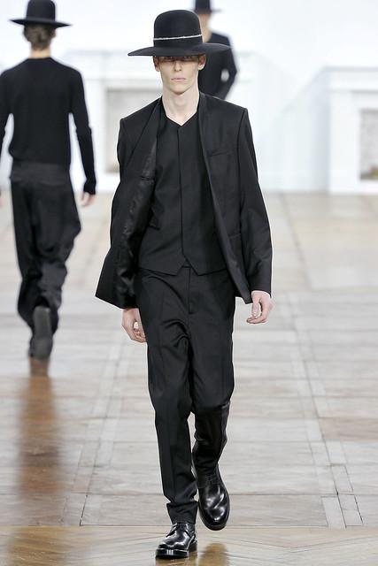 FW11_Paris_Dior Homme028_Bastien Bonizec(VOGUEcom)