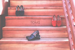 day23. (empress jacqueline ) Tags: wood red black feet stairs shoe shoes shiny collab toms