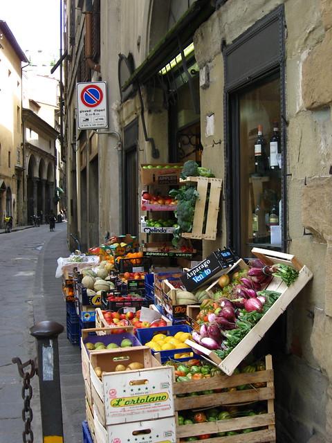 フィレンツェの八百屋のフリー写真素材