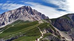 Verso la direttissima del Gran Sasso (Marioleona) Tags: mountains landscape montañas landschap abruzzo appennini mariobrindisi cainapoli marioleona