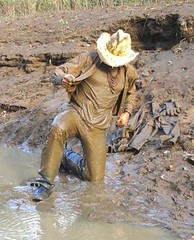 27 WS Pull'n out mud soaked T & Wrangs shirt (Wrangswet) Tags: men wet river spurs cowboy mud boots hike jeans muddy wallowing wetlook wadding swimmingfullyclothed muddycowboy wetcowboy swimminginjeans mudwallow wetwranglerjeans bootshikingriver wetwetlookhike