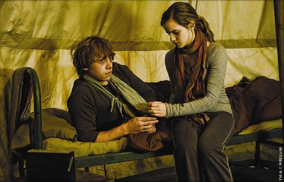Harry-Potter-and-The-Deathly-Hallows-Ron-and-Hermione-in-a-Tent-27-8-10-kc