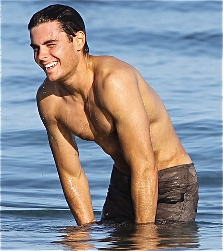 zac efron 2011 beach. Zac Efron - Maui, Hawaii 2010