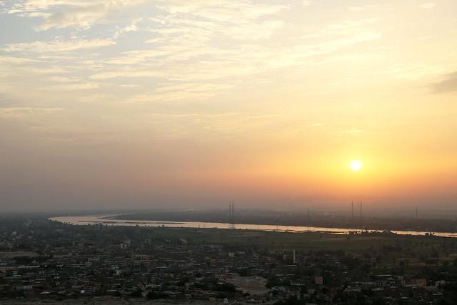 エジプト旅行 ルクソール 気球から見たナイル川と朝日