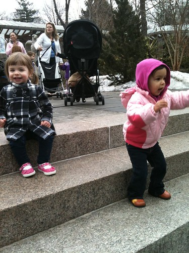 Laila & Ellery at the zoo