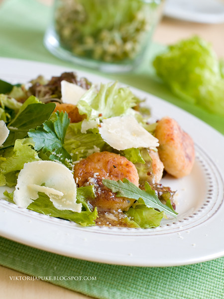 salad with cheese pancake1
