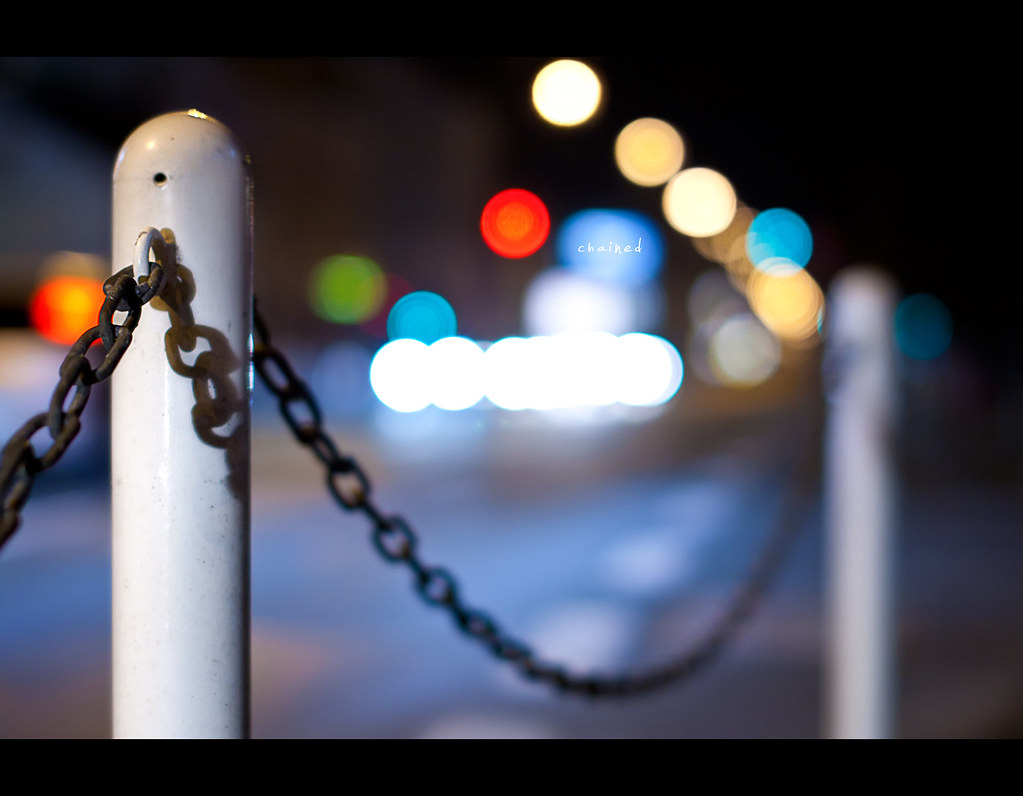 Day 201, 201/365, Project 365, Bokeh, walk, chain, chained, bokeh bubbles, bokeh balls, cars, night, night scene, colours, Sigma 50mm F1.4 EX DG HSM, 50mm,