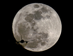 MOONLIGHT MILE 11 (bbw1150) Tags: moon ana hnd b767 rjtt rwy34