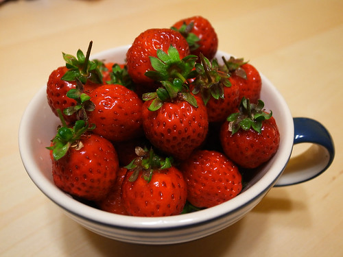終於吃到草莓了