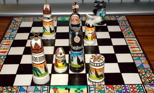 Ajedrez: la partida de Alicia contra la reina Roja (Alicia juega con blancas y gana en 11 movs.)