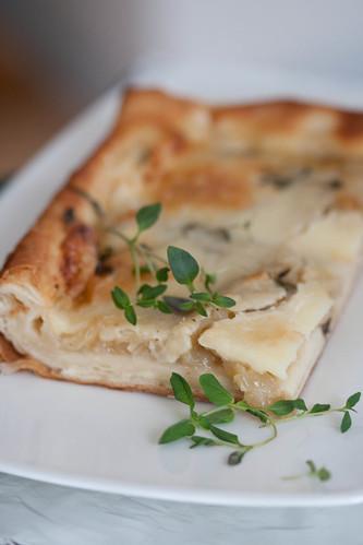 Taleggio and onion tart / Taleggio juustuga sibulapirukas