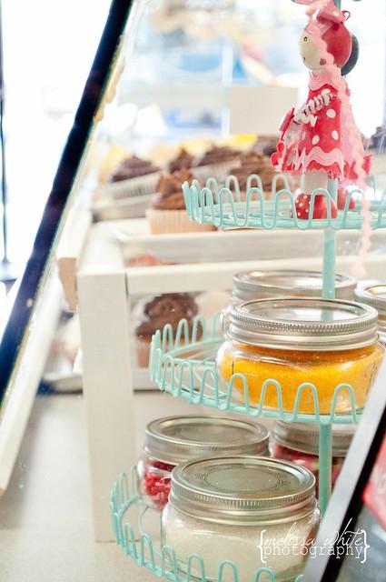on a lark cupcake shoppe fb-0248