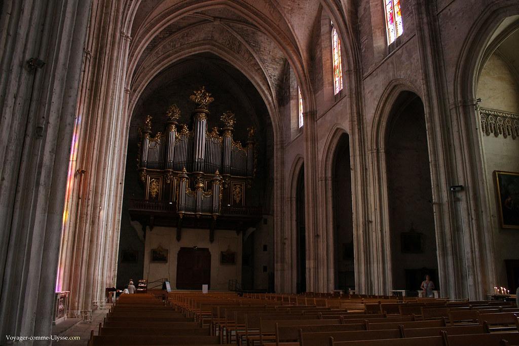 L'orgue impressione par sa taille et sa majestuosité
