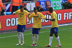 Lucas Leiva, Neymar and Ramires celebrate Neymar's goal 1