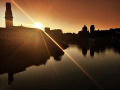 Sol y sombras       (Explore 10/10/16) (Arnzazu Vel) Tags: shades sunray sun sunset atardecer tramonto river verona pontepietra sol sombras silhouette silueta rio fiume wow