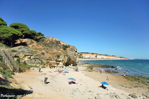 Litoral entre a Praia do Barranco das Belharucas e a Praia dos Olhos d'Água - Portugal