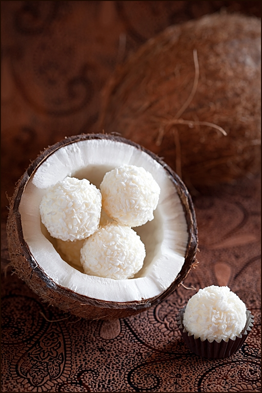Coconut cheese balls
