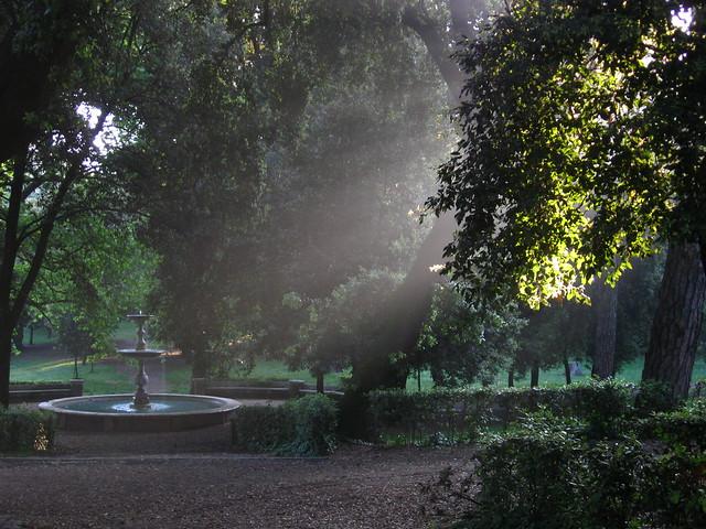 ボルゲーゼ公園の噴水のフリー写真素材