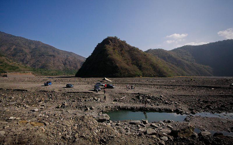 溫泉位在枋山溪的大轉彎處
