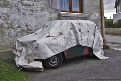 Mini durmiendo / Sleeping Mini (Spanish Coches) Tags: classic car mini canvas restaurar covered cantabria lona abandonado