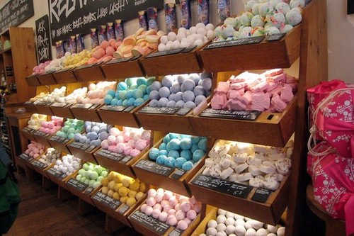 lush bath-bombs