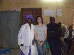 Avec une enseignante et le directeur de l'école.