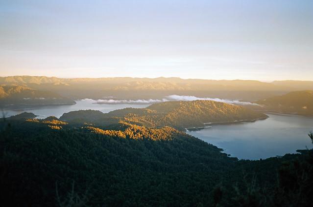 lake waikaremoana sunrise