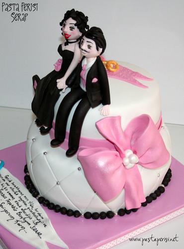 Yıl Dönümü Kutlama Pastası