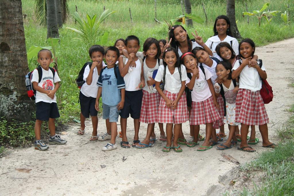 filipina-school-girls