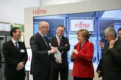 022_CeBIT_Fujitsu_Blog_Merkel_-20110301-100853-2 (Fujitsu_DE) Tags: cebit halle2 erstertag cebit2011 cebit11